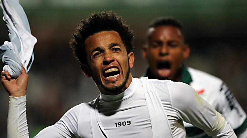 Com gols de Rafinha e Rodrigão, Coritiba vence o São Bento de virada no Couto