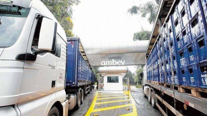 Caminhões da AMBEV.