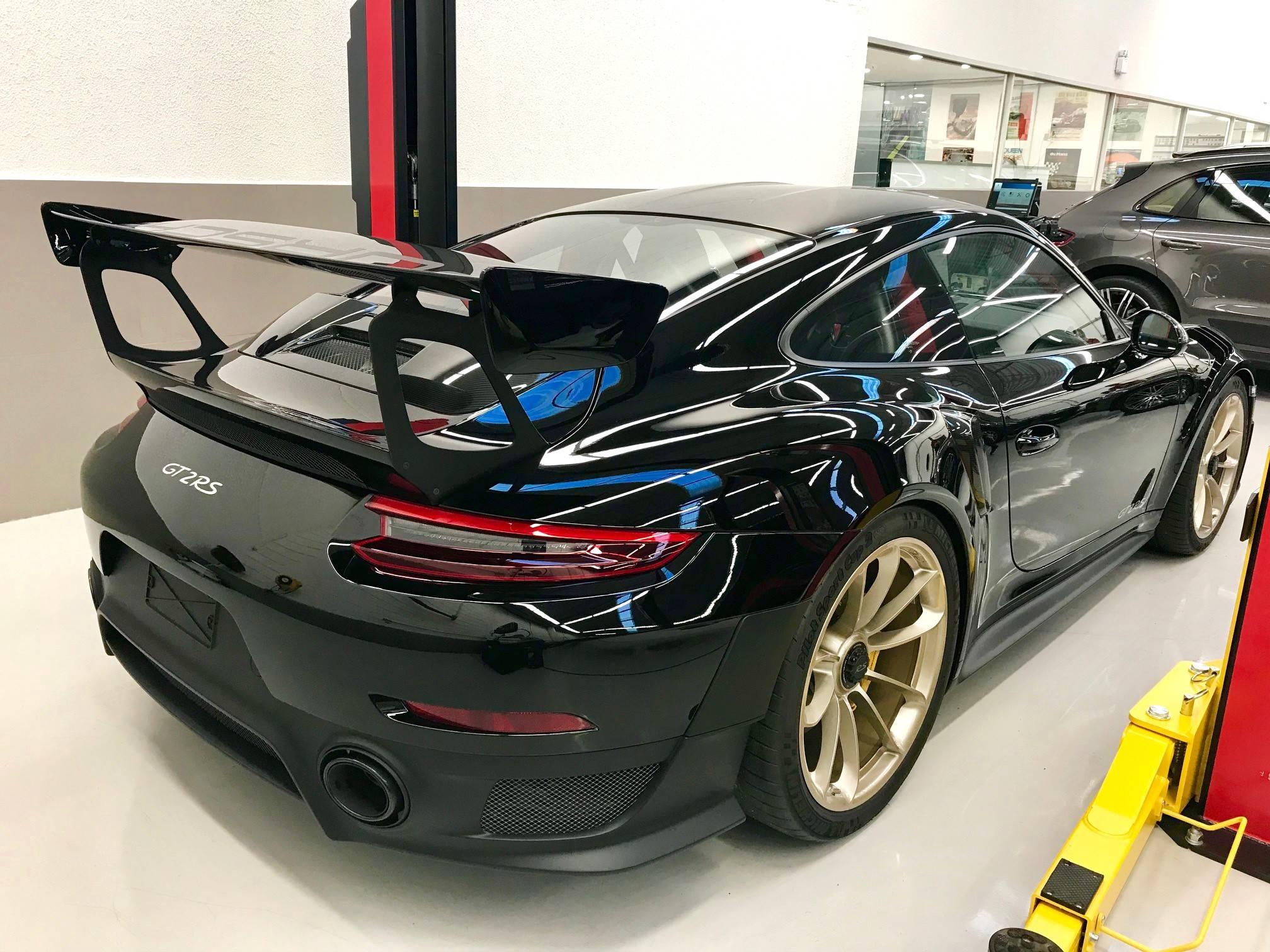 Uma das Porsches foi encomenda na Porsche Center de Belo Horizonte. Foto: Porsche Center BH