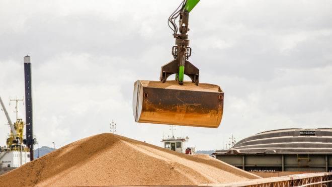 Embarque de soja no Porto de Nova Palmira, no Uruguai: países sul-americanos são a alternativa da China para o grão norte-americano.