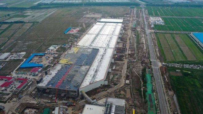 Obras de fábrica da Telsa, em Xangai