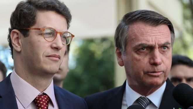 Presidente da República, Jair Bolsonaro acompanhado do Ministro do Meio Ambiente, Ricardo Salles.
