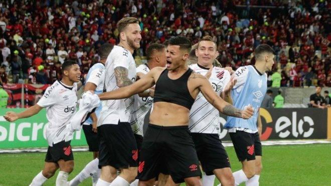 Athletico foi heroico e milionários Flamengo e Palmeiras estão fora; ouça o comentário