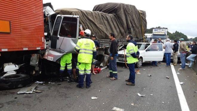 Terceiro acidente foi um engavetamento com 5 carros e que deixou uma pessoa gravemente ferida