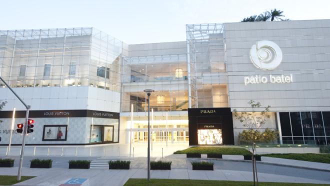 O Pátio Batel tem 186 operações, entre lojas e gastronomia; 40 delas de padrão luxo.
