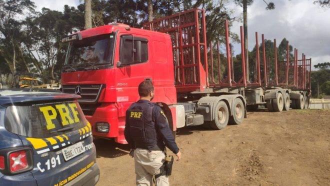 Policiais rodoviários encontraram o caminhão do qual se soltou o tambor de freio que matou professora universitária.