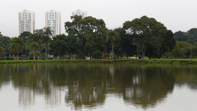 Sexta-feira será nublada em Curitiba.
