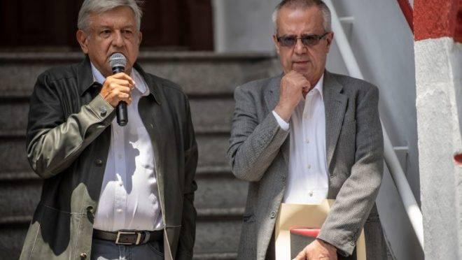 O presidente mexicano Andres Manoel Lopez Obrador e o ex-ministro da Fazenda, Carlos Urzua. Foto: Pedro Pardo/AFP