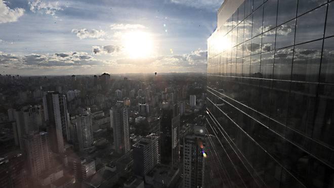 Frio dá trégua e fim de semana será de sol em Curitiba e Litoral