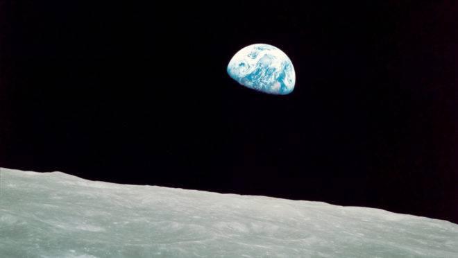 """""""Earthrise"""", do astronauta William Anders, tirada a bordo do Apollo 8 na véspera de Natal de 1968."""