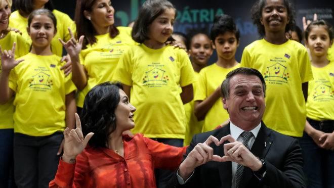 Presidente Jair Bolsonaro e a primeira-dama Michelle Bolsonaro em solenidade de lançamento do programa nacional de incentivo ao voluntariado. Foto: Marcos Corrêa/PR