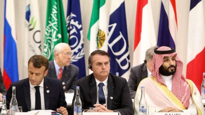 Bolsonaro ao lado do presidente francês Emanuel Macron e do príncipe saudita Mohamed Bin Salman, em reunião do G-20.