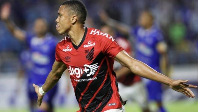 omemoração do gol de Madson, do Athletico Paranaense, em partida contra o CSA, válida   pela 11ª rodada do Campeonato   Brasileiro 2019, no Estádio Rei Pelé, em Maceió, neste   sábado (20).