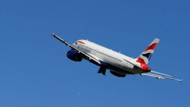 Avião da British Airways após decolagem