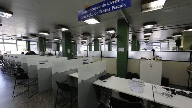 Poucos países gastam tanto em folha salarial de funcionários públicos como o Brasil.