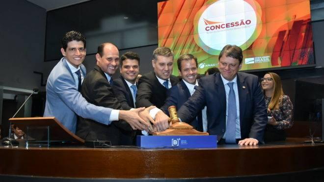 Ministro Tarcisio Freitas durante leilão de aeroportos em março deste ano: