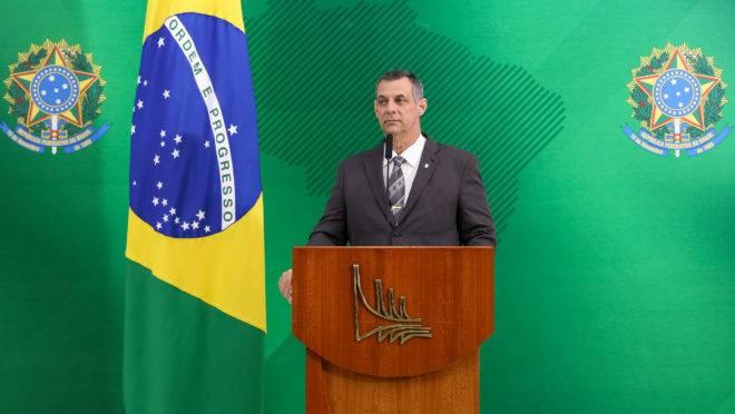 """Porta-voz da Presidência da República, Otávio Rêgo Barros, considerou que ligação de Bolsonaro a Trump seria """"inapropriada"""" no momento."""