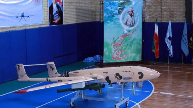 Drone iraniano apresentado em uma feira em Teerã