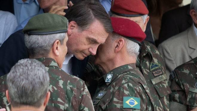 Militares falam ao ouvido de Bolsonaro: desta vez, conselhos ao presidente vieram por carta.