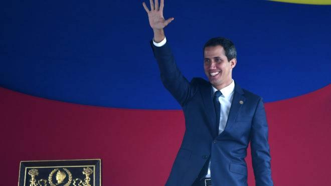 Liderada por Juan Guaidó, a Assembleia Nacional aprovou a reintegração da Venezuela ao Tiar