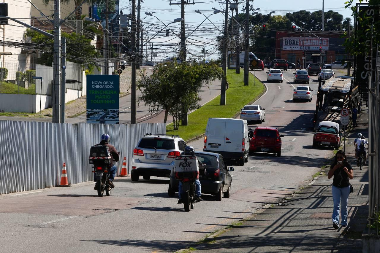 Obras da nova trincheira do bairro Seminário não começaram. Imagem de quando os tapumes ainda estavam no local.