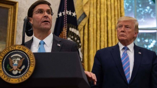 Novo secretário da Defesa dos EUA, Mark Esper, ao lado do presidente Donald Trump