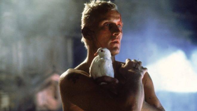 Rutger Hauer na cena final de seu personagem, Roy Batty, em 'Blade Runner'