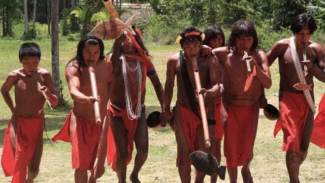 Índios da aldeia Wajãpi, que vivem no Amapá