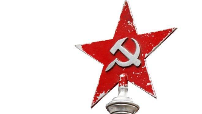 Agora a foice e o martelo são considerados tão nefastos quanto a suástica nazista na Ucrânia