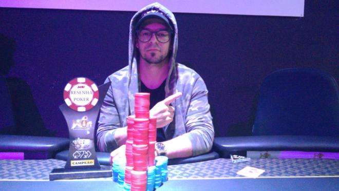 Emerson Robim foi o grande campeão da sexta etapa do Circuito Resenha do Poker. Foto: Divulgação/Win Center