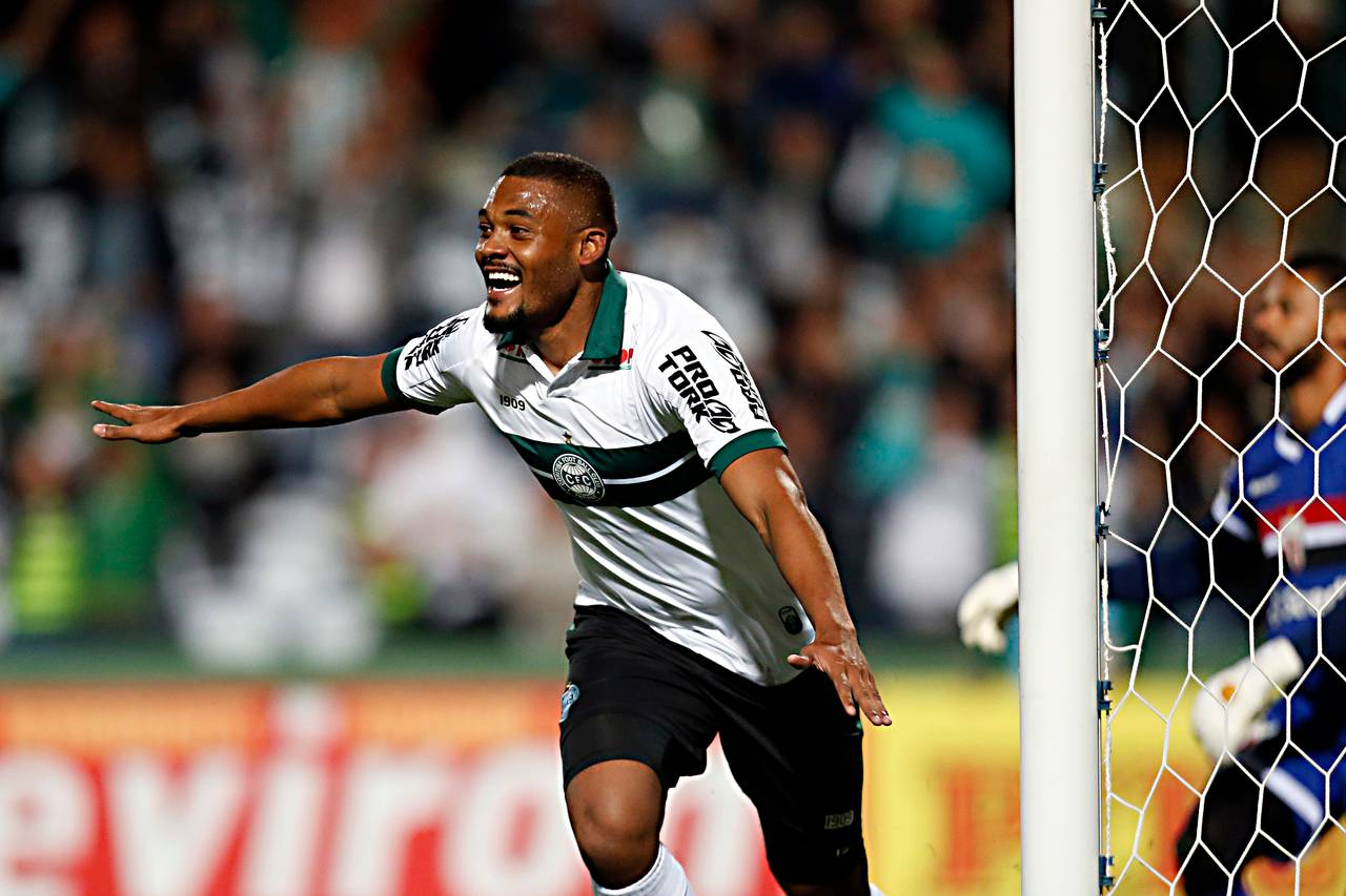 Sabino já marcou três gols na Série B