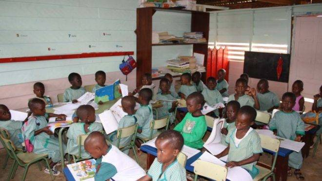 Sala de aula na Guiné Equatorial.