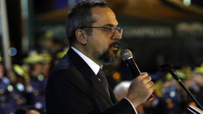 Abraham Weintraub, ministro da Educação, diz ser contra a cobrança de mensalidade em universidades públicas.
