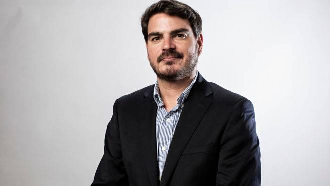O colunista da Gazeta do Povo Rodrigo Constantino conduz bate-papo com Arthur Cazella, da Receita Federal e Edson Vismona, do Etco