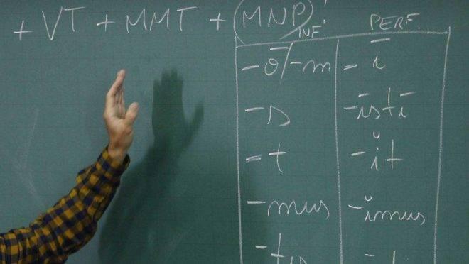 Governo do Paraná autorizou a contratação de professores temporários para as universidades estaduais.