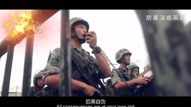 vídeo promocional da china atuando contra manifestantes em hong kong
