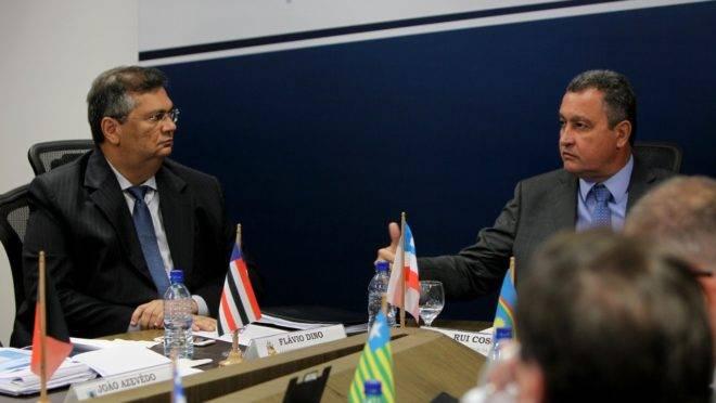 Flávio Dino (e) e Rui Costa, durante lançamento do Consórcio dos Governadores do Nordeste, em 29/07/2018