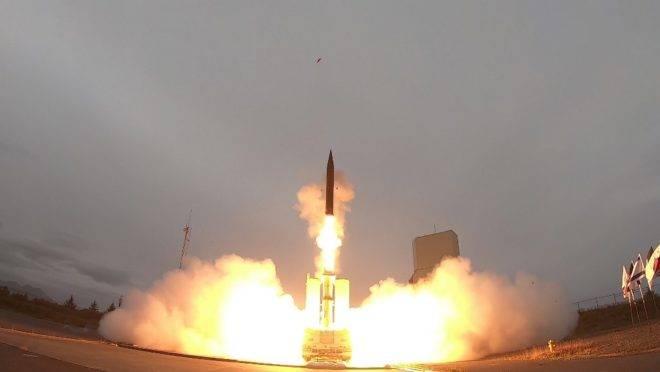 Lançamento de um míssil anti-balístico hipersônico Arrow-3 no Alasca, Estados Unidos, em parceria entre EUA e Israel