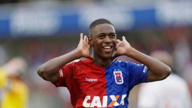 Jhonny Lucas está próximo de ser vendido pelo Paraná Clube