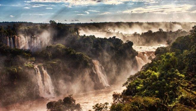 O Parque Nacional do Iguaçu, unidade de conservação que abriga as Cataratas do Iguaçu, recebeu 225.588 pessoas contra 213.701 visitantes do mesmo período do ano passado.