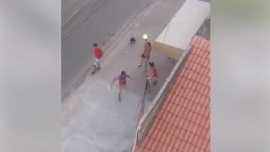"""Mulher se diz """"policial"""" e atira para salvar torcedores de agressão em Fortaleza. Veja o vídeo"""