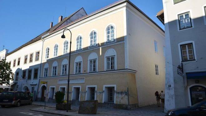 Casa onde nasceu o ditador nazista Adolf Hitler em Braunau am Inn, na Áustria