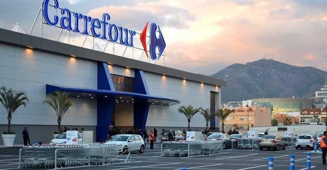 imagem da fachada do Carrefour.