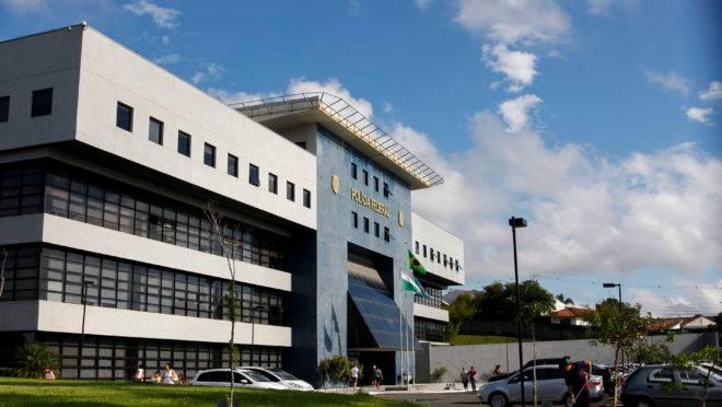 Fachada da sede da Superintendência da Polícia Federal do Paraná em Curitiba.