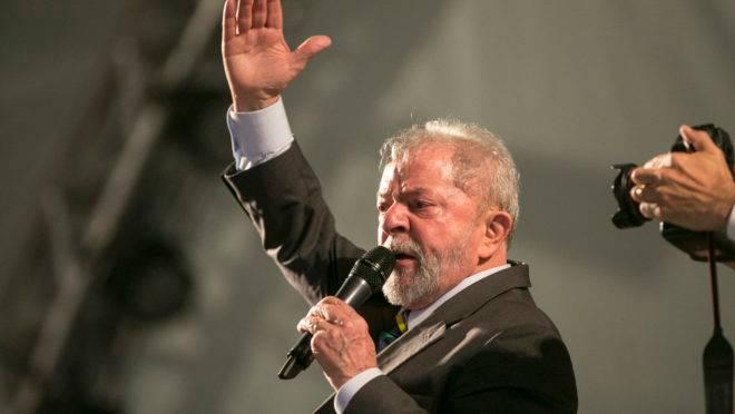 O ex-presidente Lula, em evento na Praça Santos Andrade, em Curitiba, no ano de 2017.