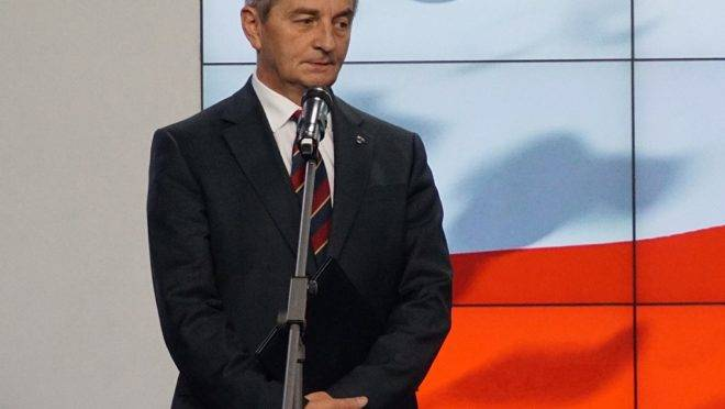 Marek Kuchcinski, chefe do Parlamento polonês, anuncia a sua renúncia em coletiva de imprensa em Varsóvia, 8 de agosto de 2019. Kuchcinski apresentou a sua renúncia após ser acusado de usar avião do governo para viagens particulares, causando um escândalo às vésperas das eleições