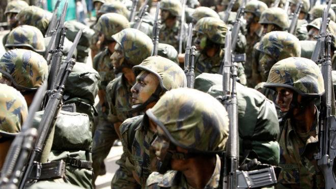 Militares do Exército em desfie do Sete de Setembro.