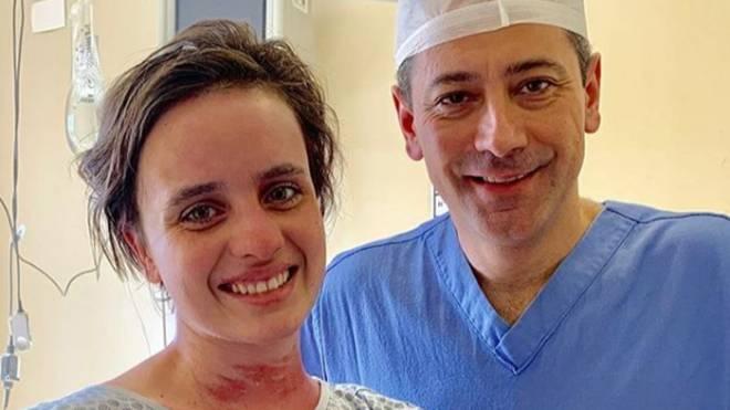 """""""Hoje, após 40 dias de dor, perda e luta pela vida, a Rachel foi a última a receber alta em ótimas condições"""", comemorou o médico Marcelos Nigro."""