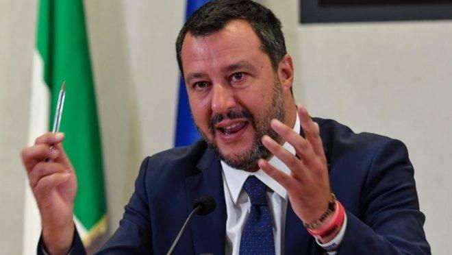 Salvini anuncia moção de censura
