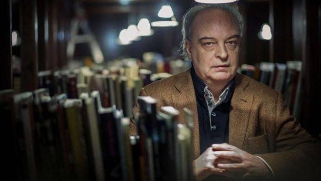 Protagonista de livro mais recente de Vila-Matas no Brasil é homem minúsculo que registra em diário obsessão em reescrever livro de vizinho.